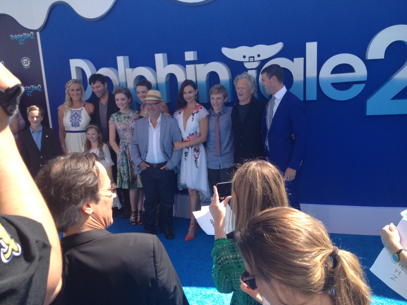dolphin tale cast